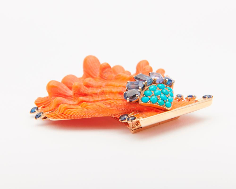 CARTIER 14K Gold, Sapphire, and Turquoise Lion''s Paw Shell Brooch