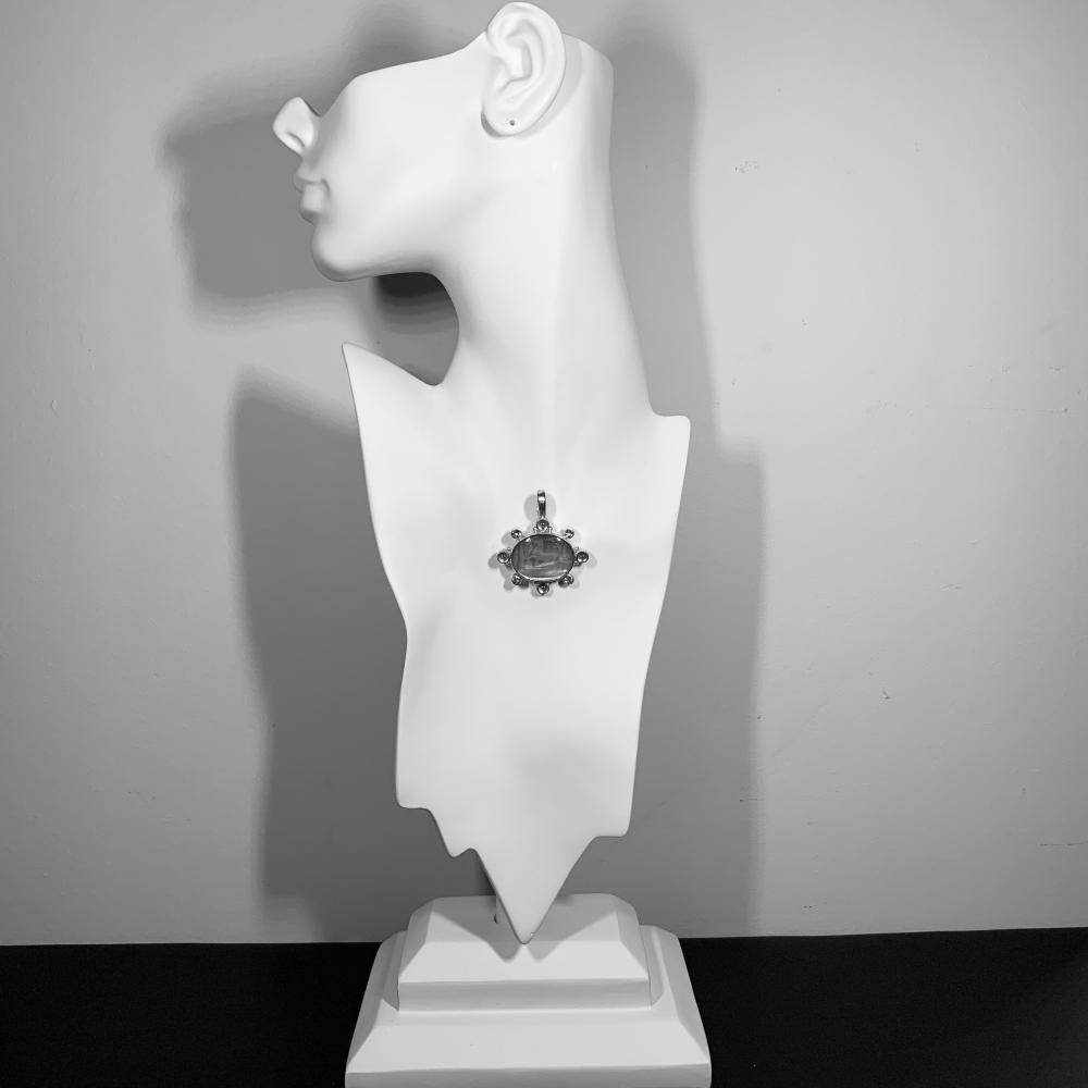 ELIZABETH LOCKE 18K Gold, Glass Intaglio, Mother-of-Pearl, and Peridot Pendant