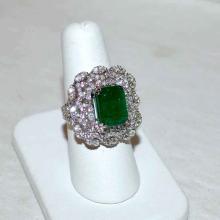 18kwg Emerald & Diamond Ring