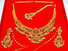 22kt Jeweled Indian Necklace & Earrings
