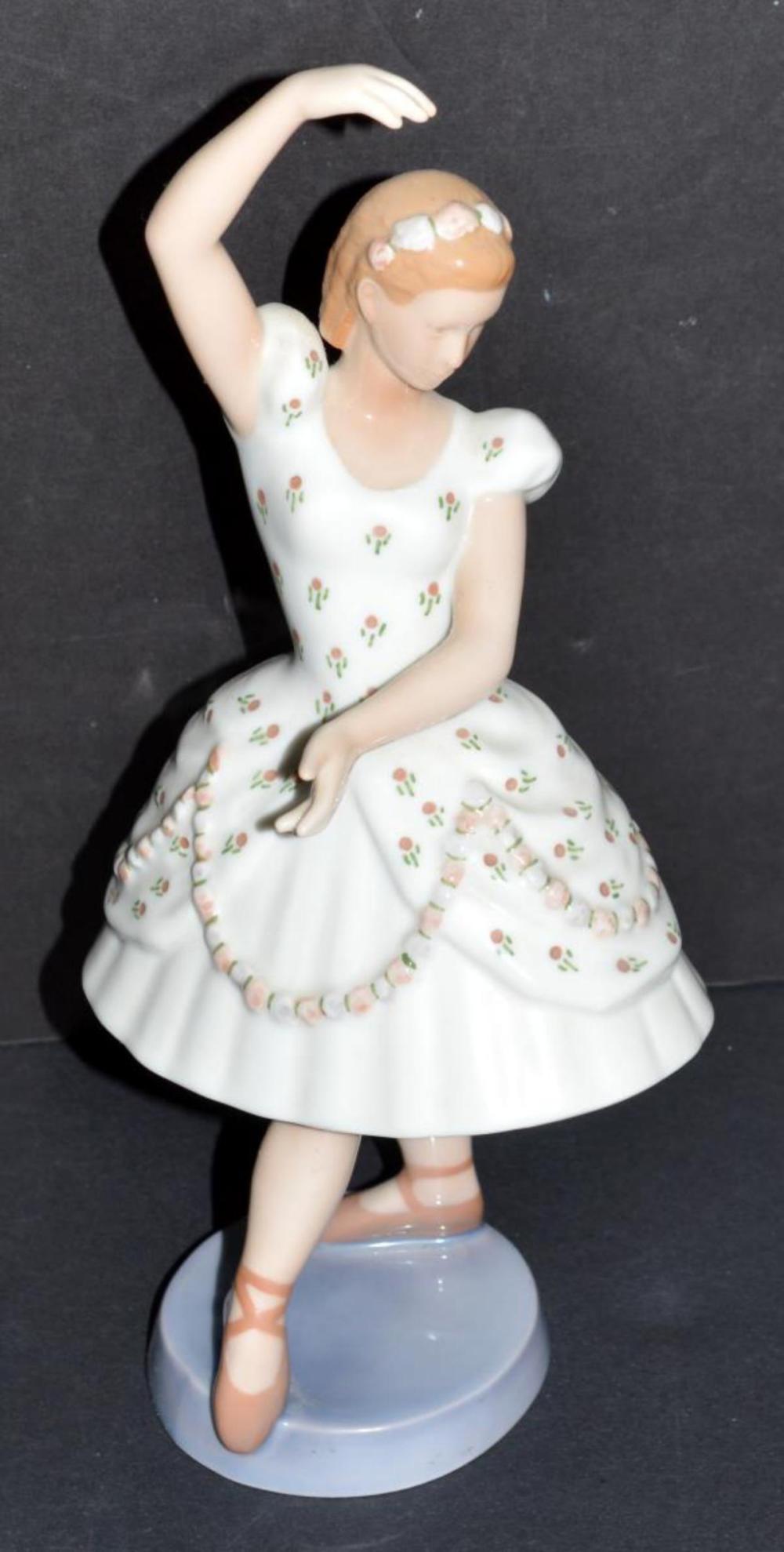 B&G Columbine Dancer #2355 Trivoli Series Figurine