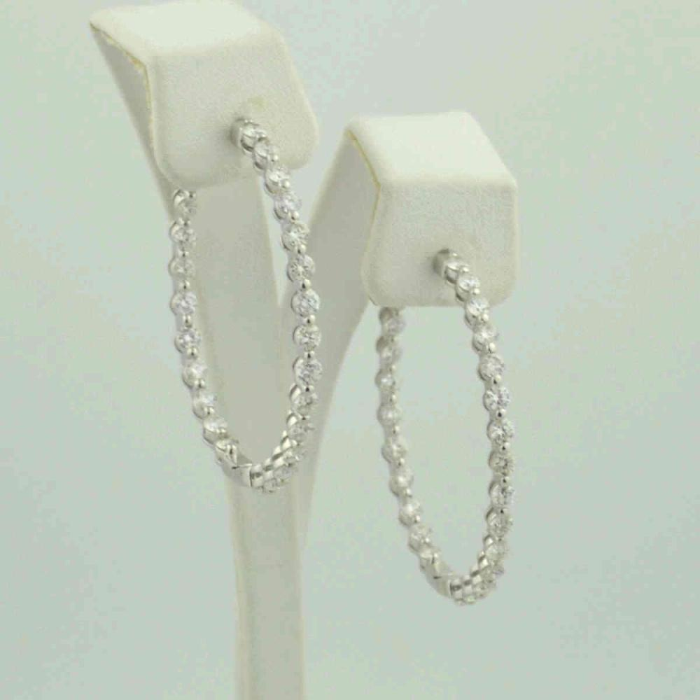 18kt white gold diamond in and out hoops, 3.85ct