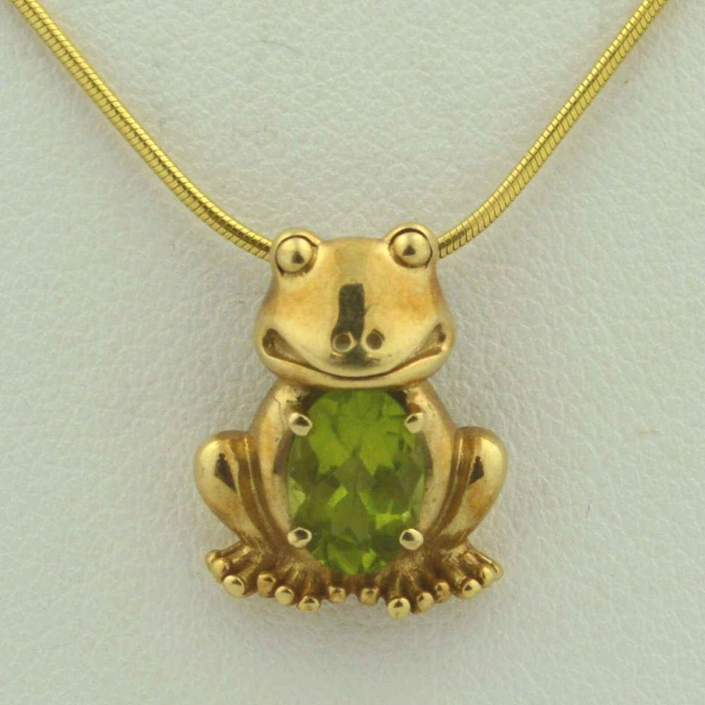 14kt yellow gold peridot frog pendant necklace