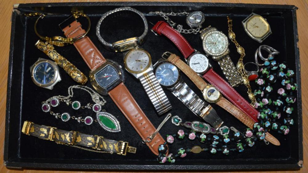 Lot of watches and costume jewelry