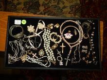 Nice tray of estate ladies jewelry, with necklaces, rings, etc, NO tray