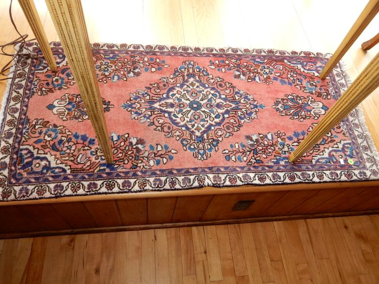 Nice hand tied 100% wool Persian area rug, great colors, COND VG - used condition