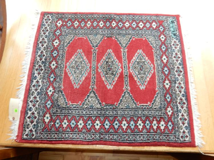 7) Nice vintage, small hand tied 100% wool Persian rug
