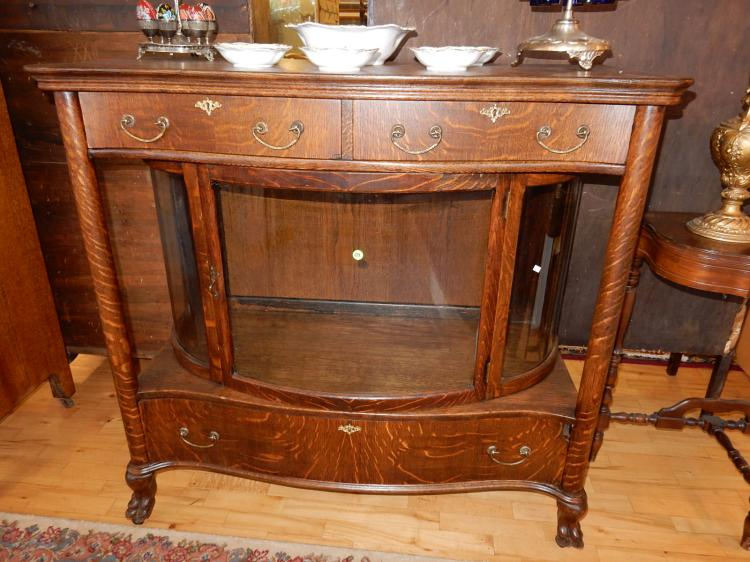 Stunning antique American oak curved glass pillared supported buffet, with claw feet, cond G-VG minor piece / corner of drawer missing, special shipping req