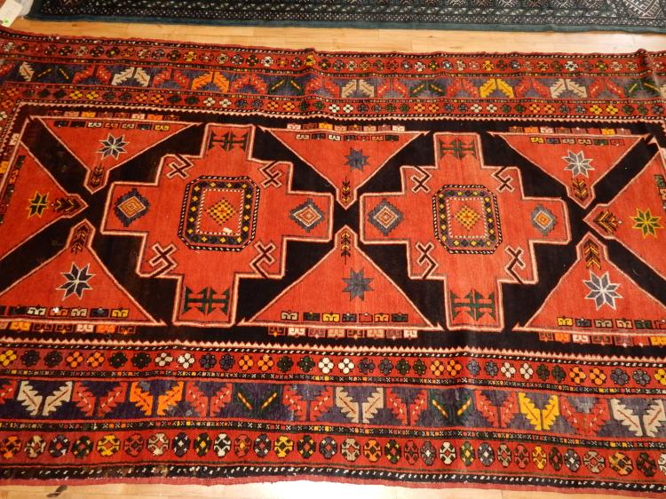 12) Lovely hand tied 100% wool, Persian rug, Arts & Crafts style, COND VG-used condition