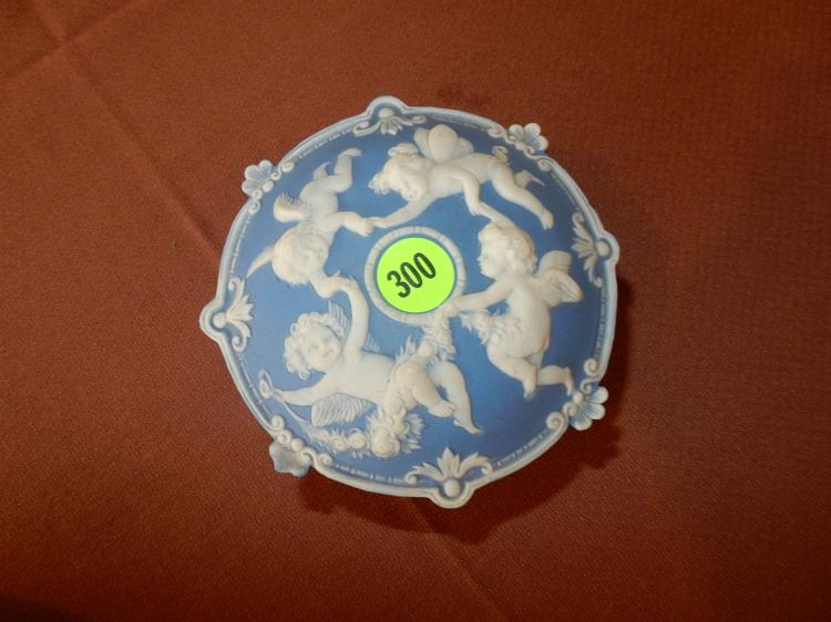 Lovely ladies lidded dresser jar with circling angels scene, COND VG, made in Germany