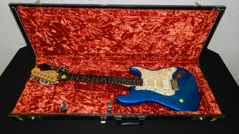 vintage 1997 / 98 Fender Stratocaster guitar in case SSN N7245099, nice condition