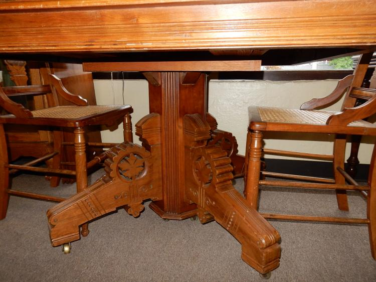 Lot 109: Nice Antique American Oak Dining Table With Leaves And 4 Matching  Chairs,