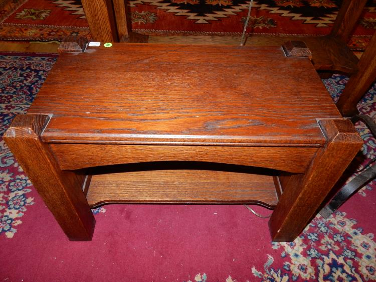 Nice antique American oak Arts & Crafts, Mission foot stool / small bench, professionally refinished