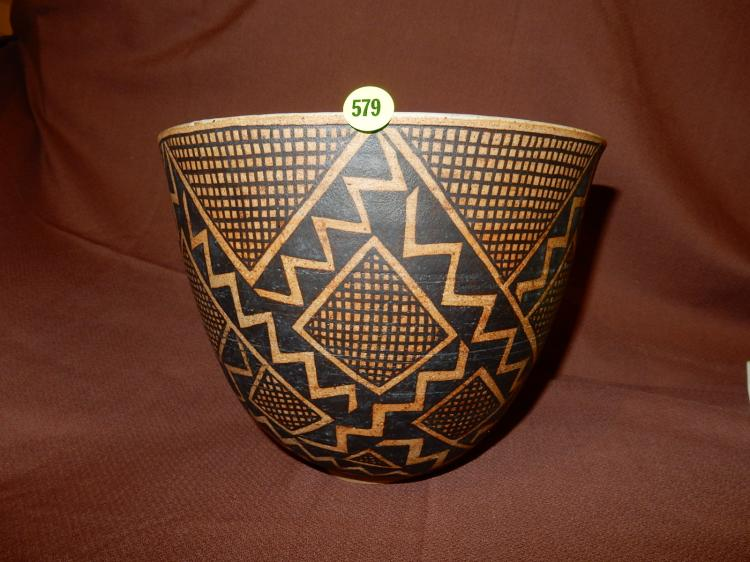 Nice Native American handmade and painted vessel, signed, pottery, cond VG