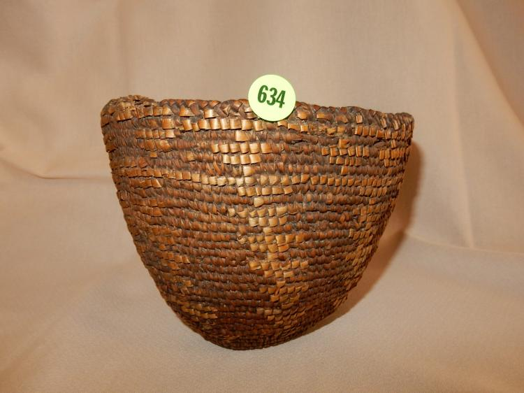 Nice antique Native American hand woven basket, huckleberry? 1800's,
