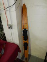 Vintage Deco Maherajah water ski, cannot ship in-house