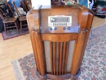 Nice art deco floor model Philco radio, cond G-VG, push buttons as found, works-temperamental. Special shipping required