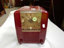 Nice vintage deco red case small table top radio with clock, from private collection, Westinghouse