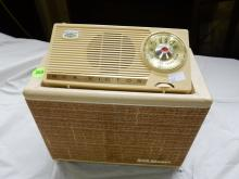 Unique Nice vintage deco table top radio, set in speaker style from private collection, RCA Victor Model BSC-4