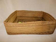 Antique Native American fine hand woven Makah square basket, 19th cent