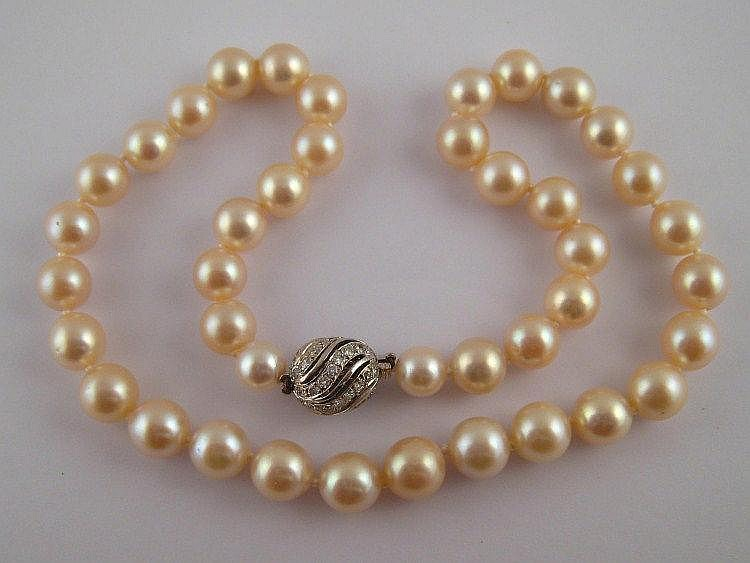 A cultured pearl collar necklace with a diamond