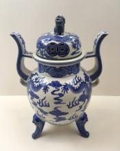 CHINESE BLUE & WHITE LIDDED URN