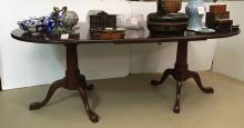 QUEEN ANNE STYLE MAHOGANY PEDESTAL DINING TABLE