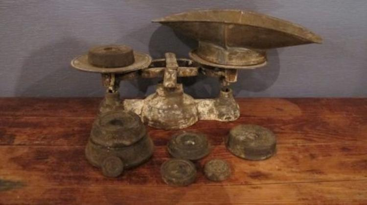 179. 19C Iron Candy Scale and Weights