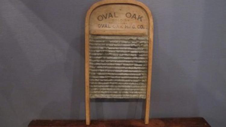 91. Oval Oaks No. 97 Tin Washboard
