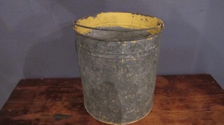 135. Straight Sided Paint Bucket