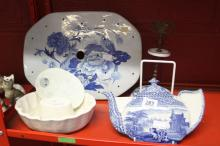 Early 20th cent. Ceramic Kitchenalia: Jelly mould, blue/ white spoon stand,