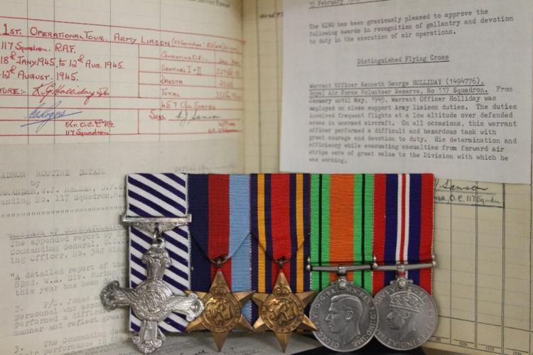 Militaria: Military Medals/RAF/World War II A Scarce WW2 'Bu