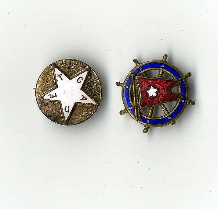 WHITE STAR LINE: Yellow metal lapel badge with blue/red burgee en