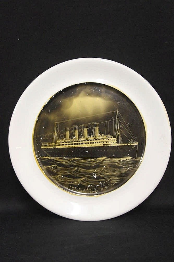 R.M.S. TITANIC: Post-disaster commemorative plate depicting the i