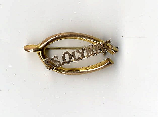 R.M.S. OLYMPIC: Unusual yellow metal/gold brooch taking the form