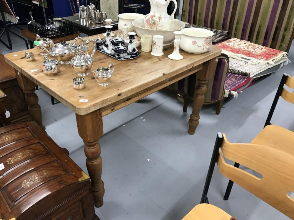 20th cent. Pine scrub top kitchen table on turned supports. 48ins. x 36ins. x 32ins.