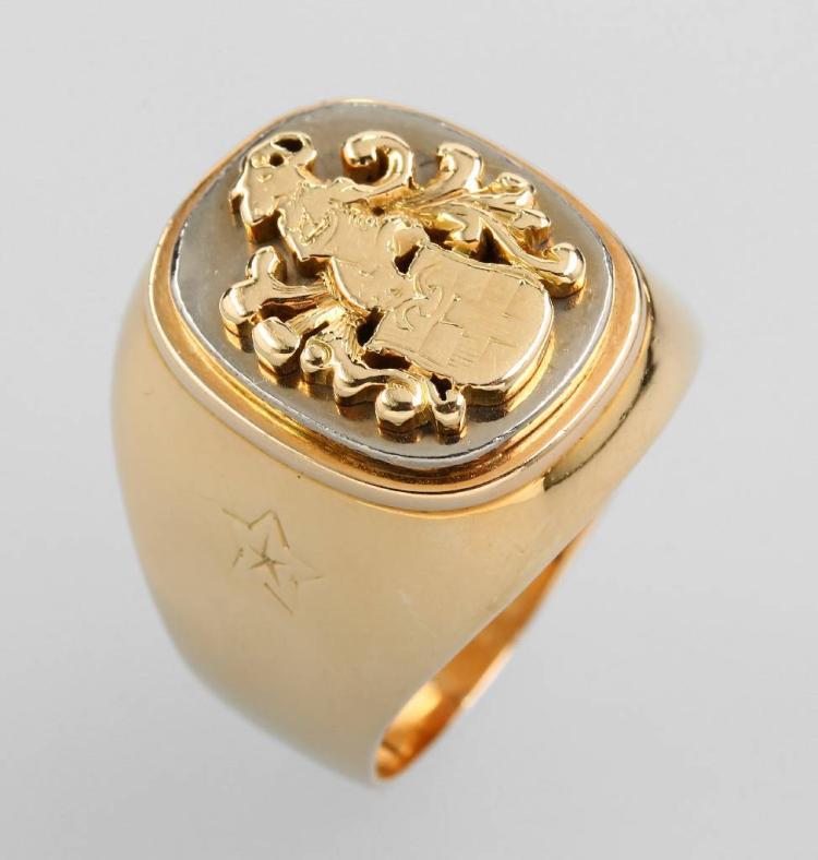 14 kt gold crest ring