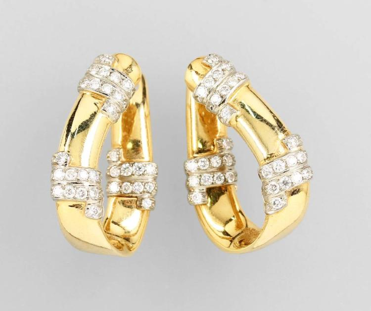 Pair of 18 kt gold hoop earrings with brilliants