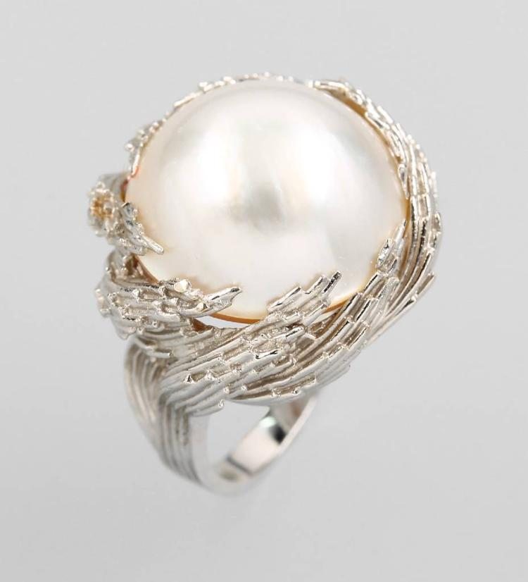 18 kt gold ring with mabepearl