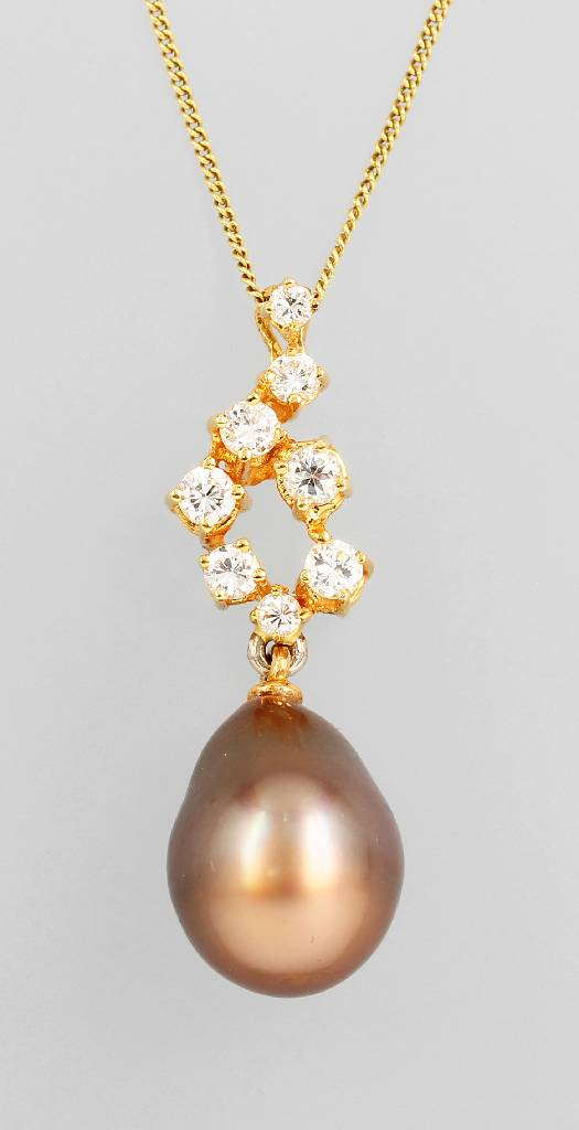18 kt gold pendant with cultured tahitian pearl and brilliants