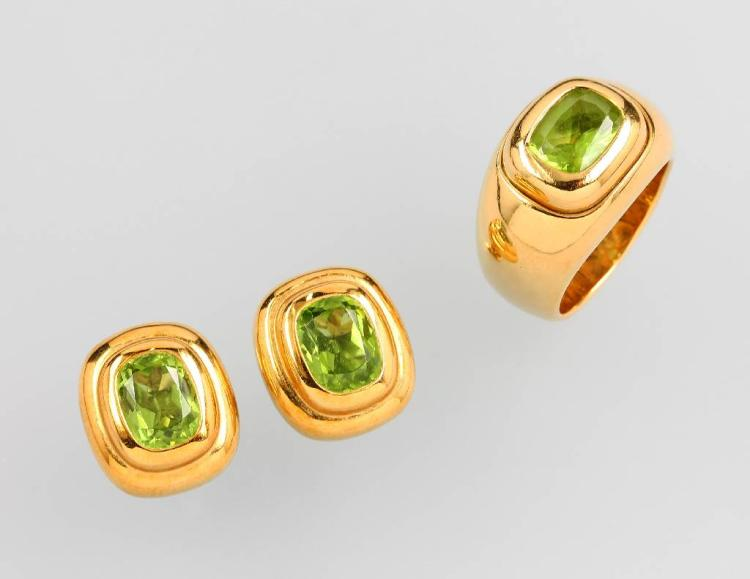 18 kt gold jewelry set with peridots