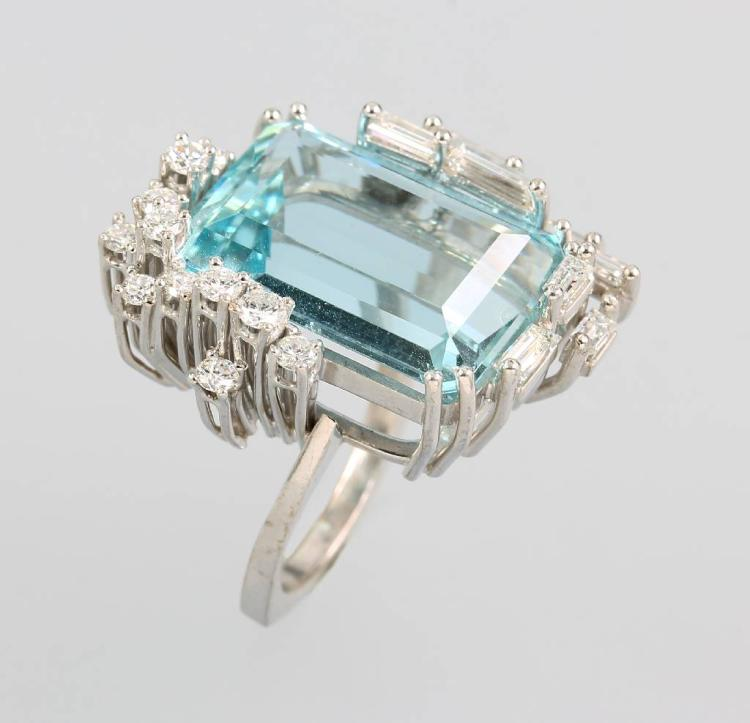 18 kt gold ring with diamonds and aquamarine