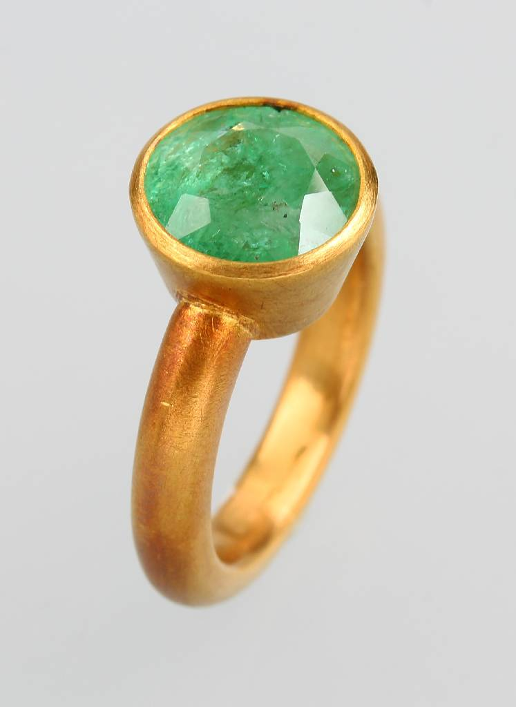 Goldring with emerald