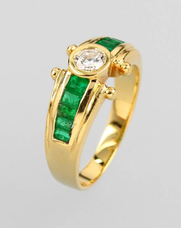 18 kt gold ring with brilliant and emeralds