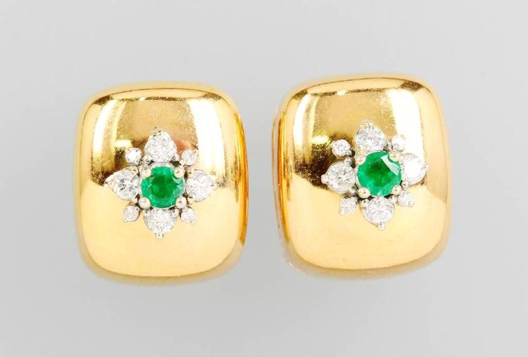 Pair of 18 kt gold hoop earrings with emeralds and brilliants