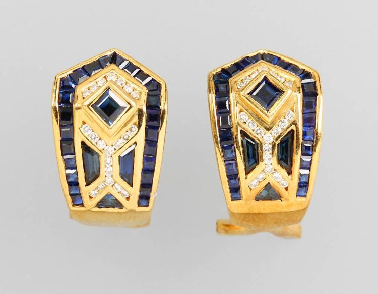 Pair of 18 kt gold earrings with sapphires and brilliants