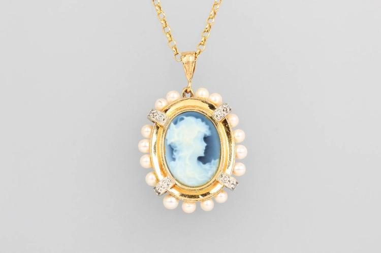 14 kt gold pendant with layer stone cameo and pearls