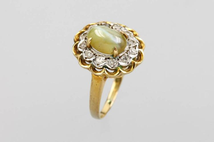 8 kt gold ring with chrysoberyl cat`s eye and diamonds