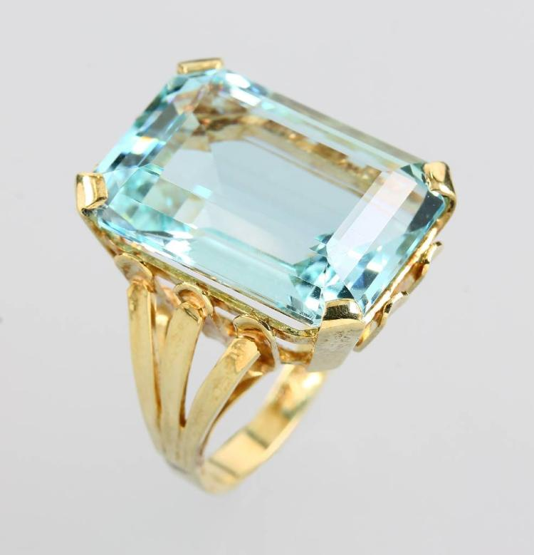 14 kt gold ring with aquamarine