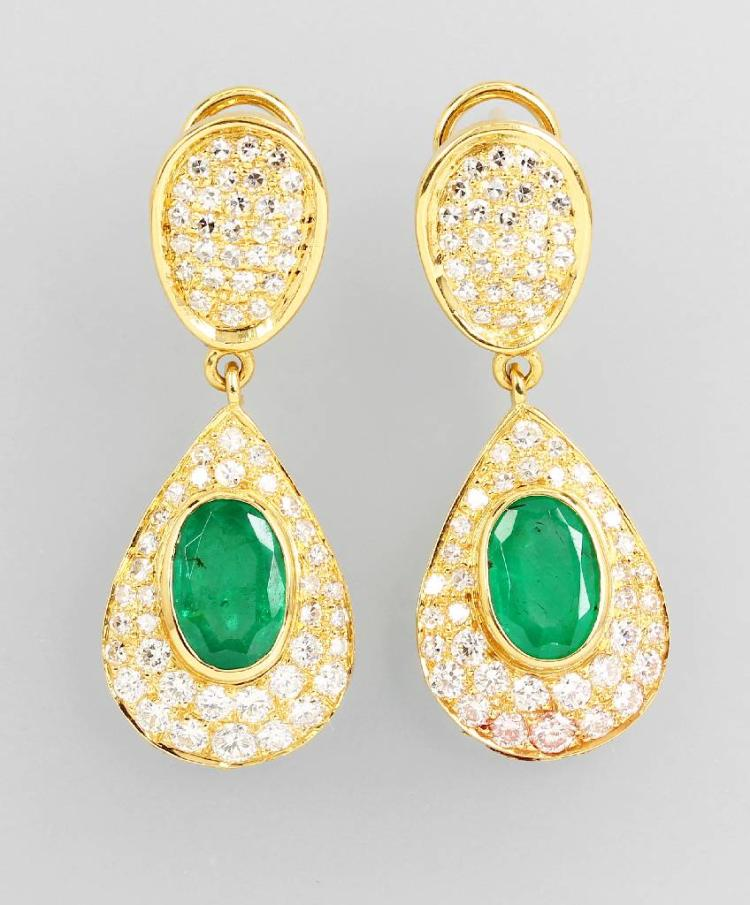 Pair of 18 kt gold earrings with emeralds and diamonds